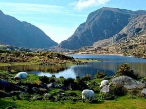 ireland-county-kerry-killarney-national-park-lake-mountain