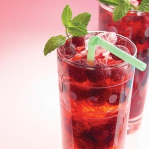 drink raspberry spritzer
